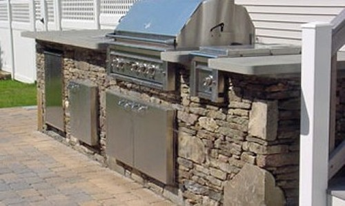 Stone Bar with Built in Grill, Side Burner, Trash Center and Blue Stone Top by New View